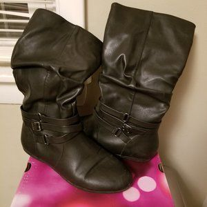 Shoes - Black boots 9 1/2